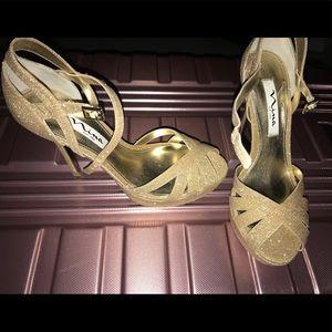 Size 7 1/2 gold Nina New York heels